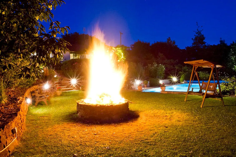Outdoor Summer-Winter fire pit area.jpg