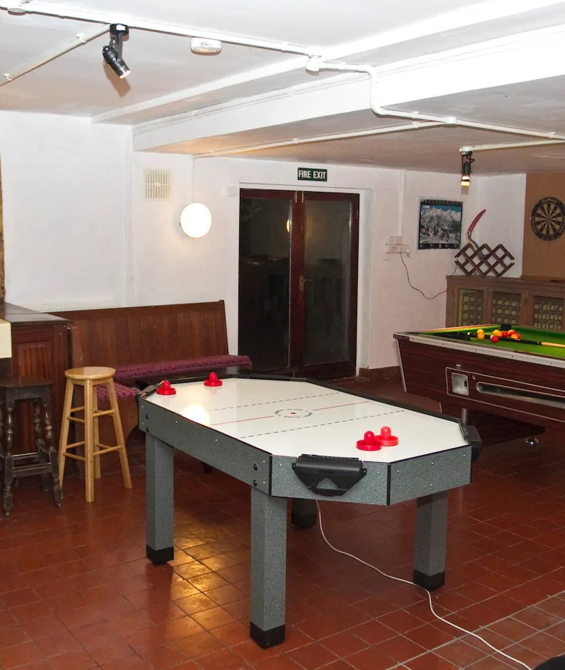 Games room snooker-air hockey