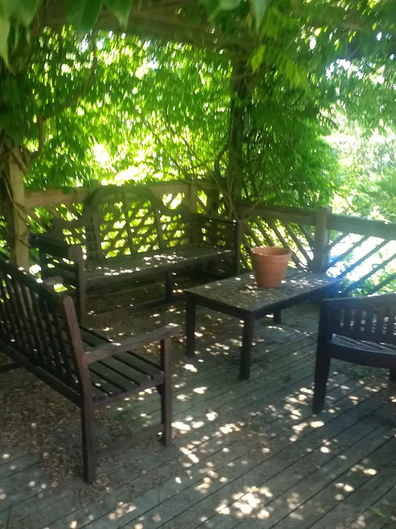 Seating in Wisteria