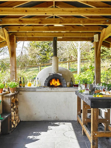 Covered pizza oven