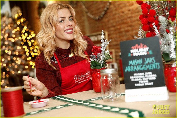 busy-philipps-is-getting-into-the-holiday-spirit-wit-michaels-04.jpg