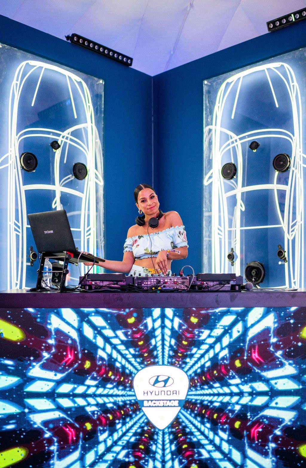 lightup DJ booth