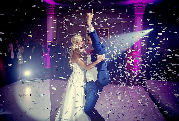 wedding_couple_first_dance_confetti_cann