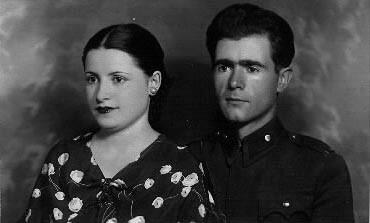 Pendant son service militaire, après son mariage avec Bedia Bilge en 1935