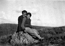 Ankara Gazi Terbiye Enstitüsü'nde Bedia Bilge ile birlikte eğitim gördüğü yıllarda Gazi Orman Çiftliğinde, 1934
