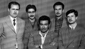 50'li yıllar. Önde: Yaşar Kemal, arkada: Kemal Bilbaşar, Can Yücel, Sabahattin Batur ve Esat Balım