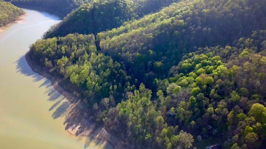 Lake Front 16 Acres with 2 Cabins on Buckhorn Lake Kentucky