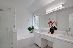 Jumano Bathroom