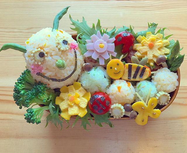 ②イモムシ弁当🌸🐛_#キャラ弁 #キャラクター弁当 #greencaterpillar #flower #ladybug #bee #art #foodart #handmade #ルナコムロワー