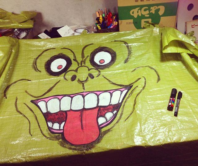#ルナコムロワークス_2014年のハロウィンの飾り付け用に描いたイラスト。_100均のシートにデカイ顔。これがどうなるかというと➡︎_#halloween #painting #illustratio