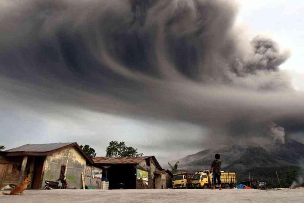 indonesia-volcano-cloud1
