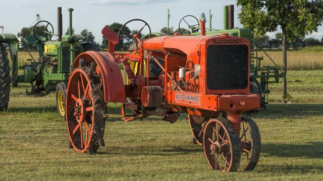 DSC08100 Allis Tractor.jpg