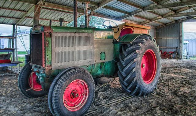 DSC07890_HDR Oliver Tractor.jpg
