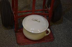 Porcelain chamber pot/Goessel Museum