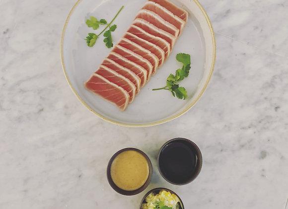 Tataki van tonijn met slaatje van mango, pinda en frisse selder