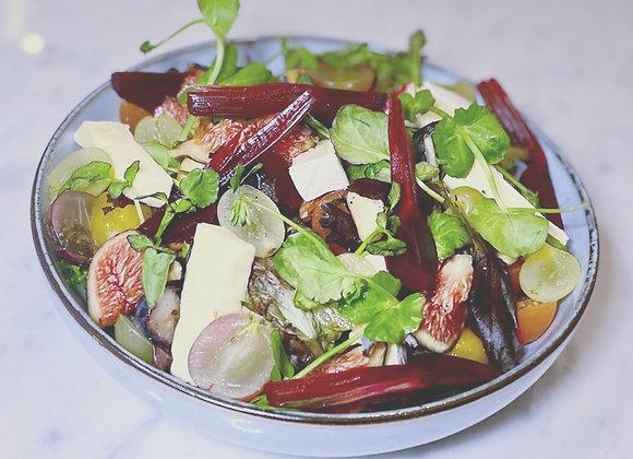 Salade van brie met vijgen, rode biet en notenmix