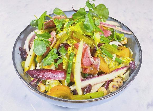 Wildsalade met ree, gebrande hazelnoot, witloof, peer & jus van airellen