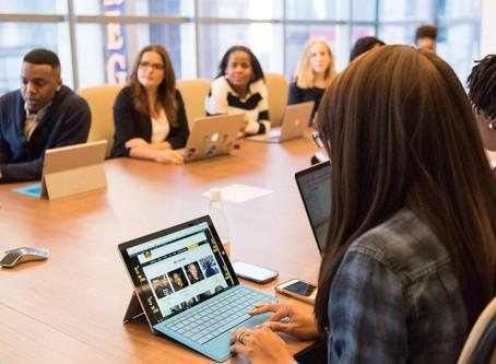 ¿Por qué es importante invertir en tecnología para salas de reuniones?
