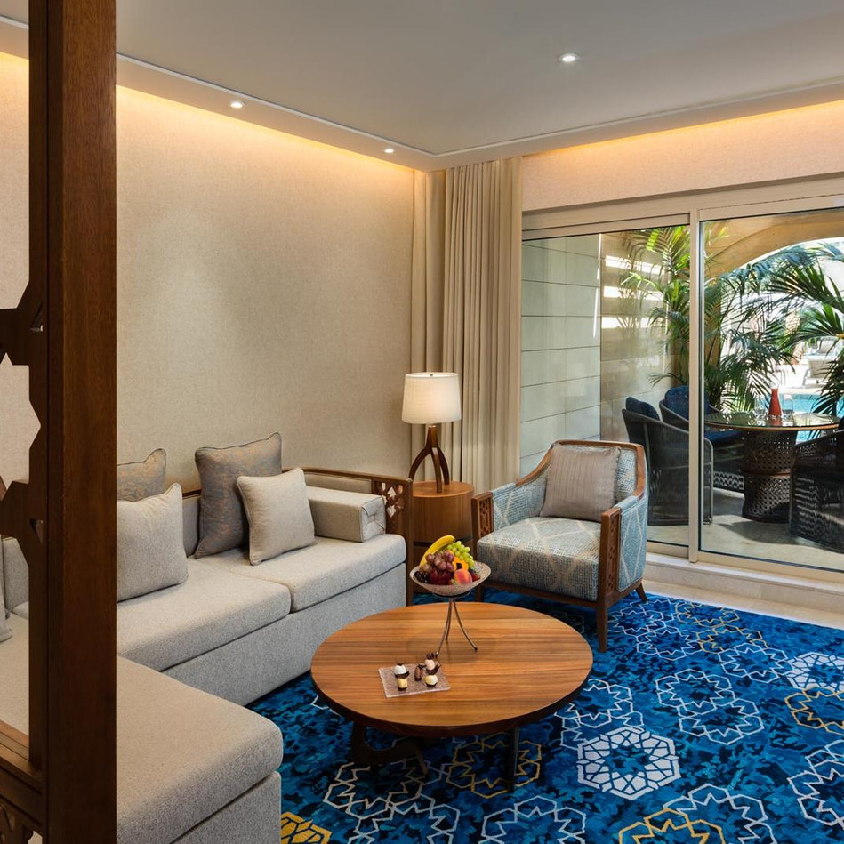 Grand pool suite lounge