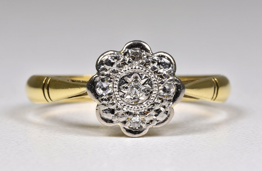 Vintage 18ct Gold & Platinum Diamond Daisy Ring, (Birmingham, 1963)