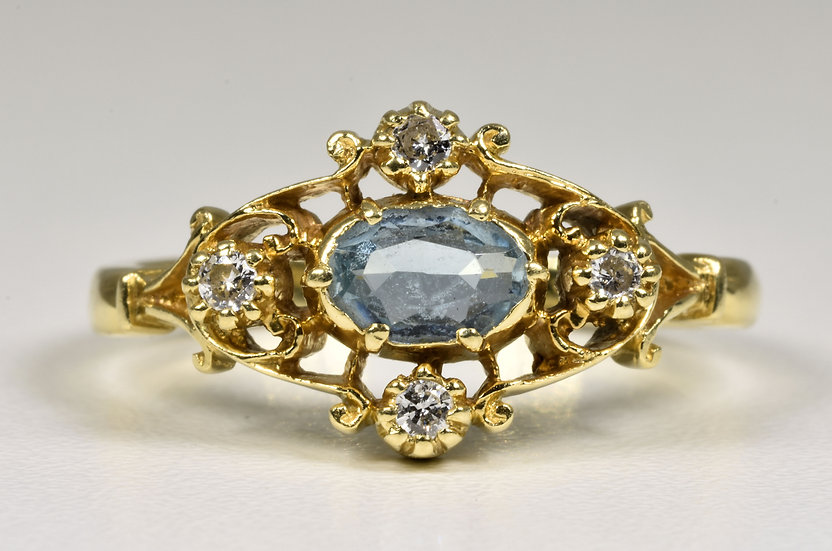 Vintage 18ct Gold Aquamarine & Diamond Ring, ( London,1979)