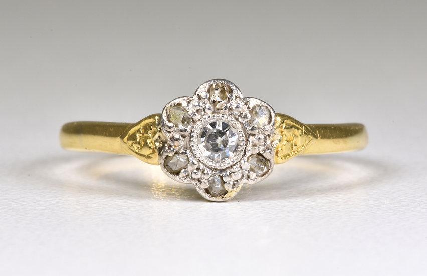 Antique Art Deco 18ct Gold & Platinum Diamond Daisy Ring, (1930's)