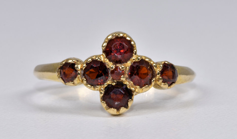 Vintage 9ct Gold Garnet Ring, (London, 1982)