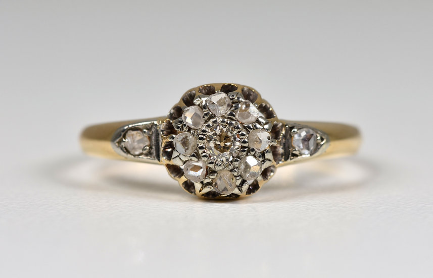 Antique Art Deco 18ct Gold Diamond Ring, (1920's/30's)