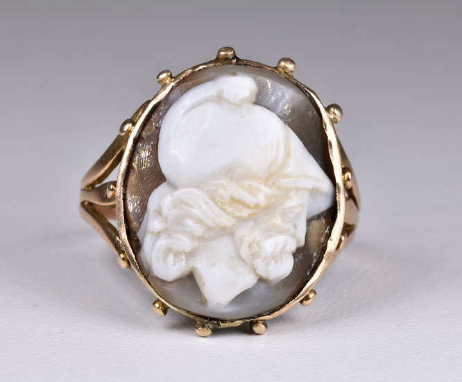 Antique Victorian 9ct Gold Aesthetic Hard Stone Cameo Ring, Sir Walter Raleigh??