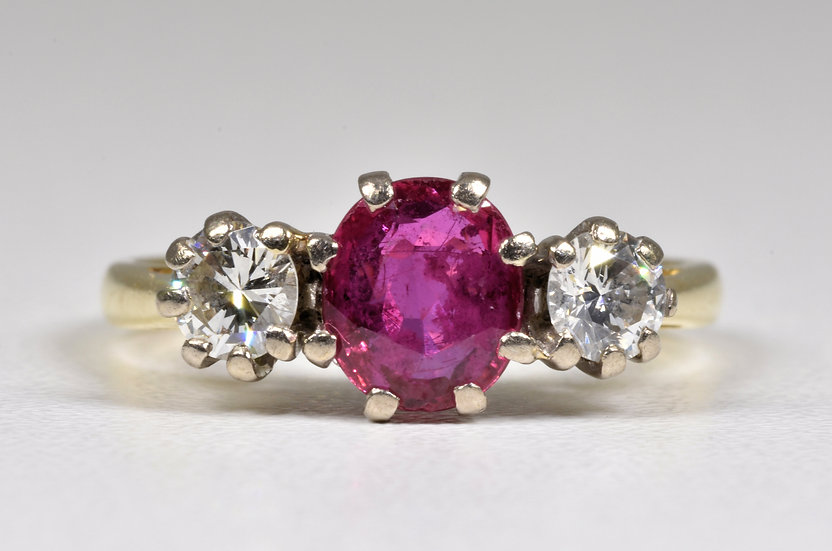 Vintage 18ct Gold Ruby & Diamond 3 Stone Ring, (London,1983)
