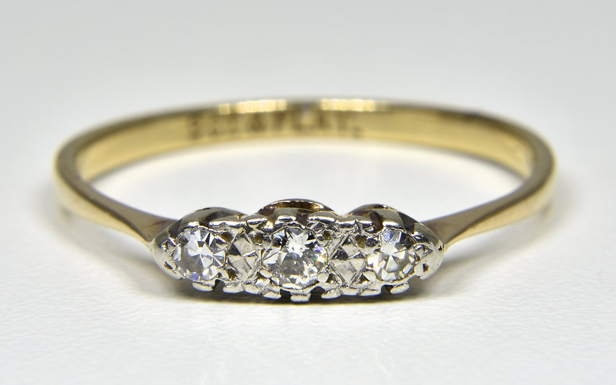Vintage 9ct Gold & Platinum Diamond ring, (1950's)