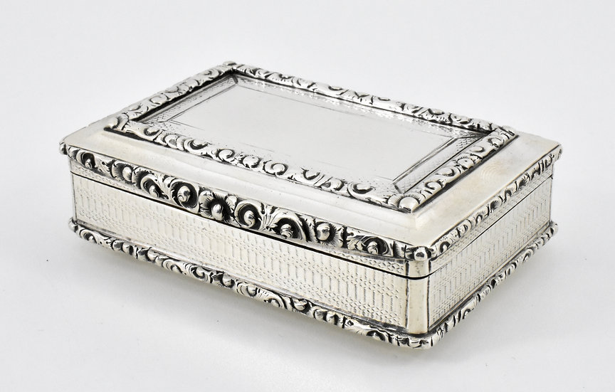 Antique Victorian solid Silver Table Snuff Box, (Edward Smith, 1837, 166g)