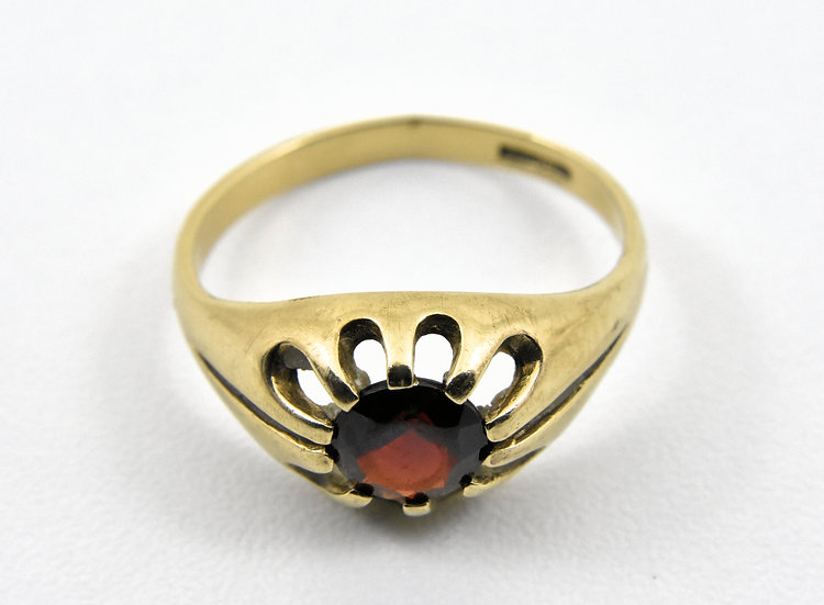 Vintage 9ct Gold Gypsy Set Garnet Solitaire Ring, UK Size O, U.S. Size 7 1/4