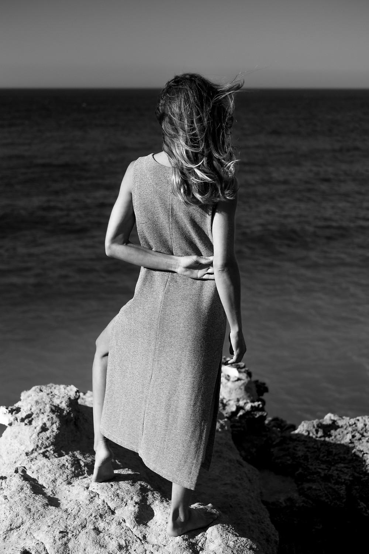 Las señales del tiempo marcan el inicio de una nueva aventura. Tierra, sol, mar, pensamiento. Somos lo que caminamos. Lo que compartimos. Lo que amamos.