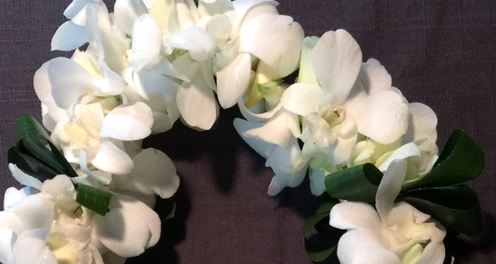 Double white orchid lei with Ti leaves