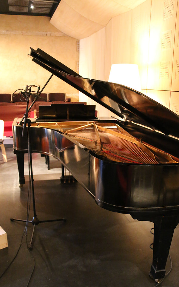 Studio d'enregistrement Normandie avec piano