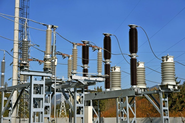 sous-station-haute-tension-isolateurs-in