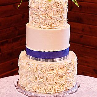 Pearl & Rosette Wedding Cake
