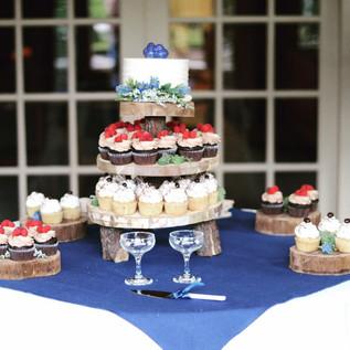 Rustic Wedding Cupcake Buffet