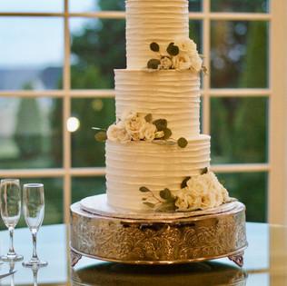Silver&Cream Swirled Vintage Wedding Cak