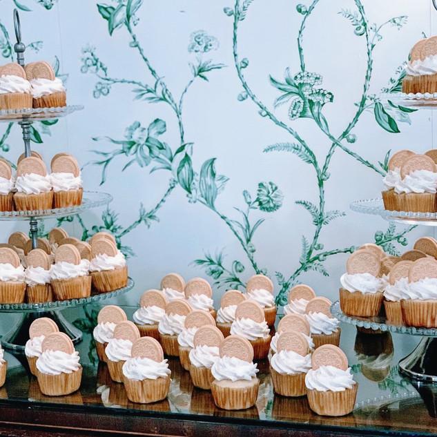 Golden Cookies & Cream Cupcakes