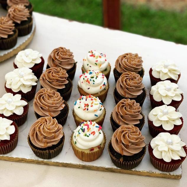 Outdoor Wedding Cupcakes
