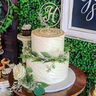 Slanted Swirl Design Wedding Cake
