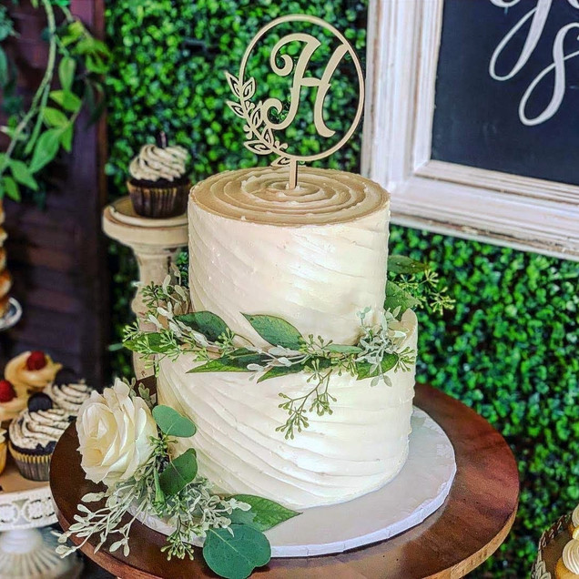 Slanted Swirl Design Wedding Cake