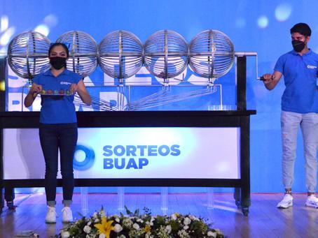 Premia Sorteos BUAP a sus colaboradores
