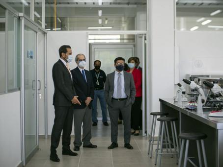 Entrega el Rector Alfonso Esparza remodelación de laboratorios en la Facultad de Ciencias Biológicas