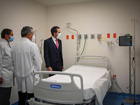 Entrega el Rector Alfonso Esparza 18 nuevas camas a la Unidad de Atención de Enfermedades Respirator