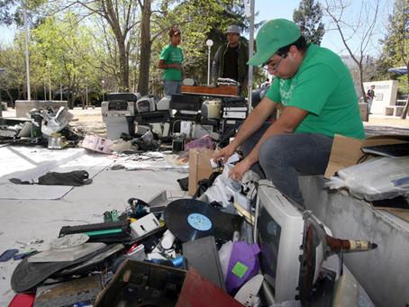 El reciclaje convierte desechos en materias primas y ayuda a combatir el cambio climático
