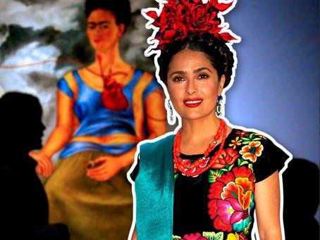 Salma Hayek luce traje de Tehuana en exposición de Frida Kahlo