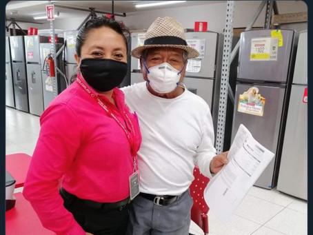 Salinas Pliego presumió foto de Manzanero comprando en Elektra y lo tundieron